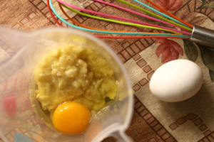 Eggs with mashed banana